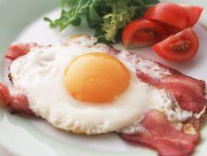 Яичница с беконом и сыром - рецепт пошаговый с фото