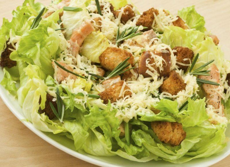 салат рецепт с креветками и сухариками в домашних условиях
