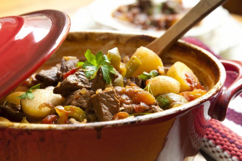 Свинина с картошкой в духовке - 10 рецептов приготовления