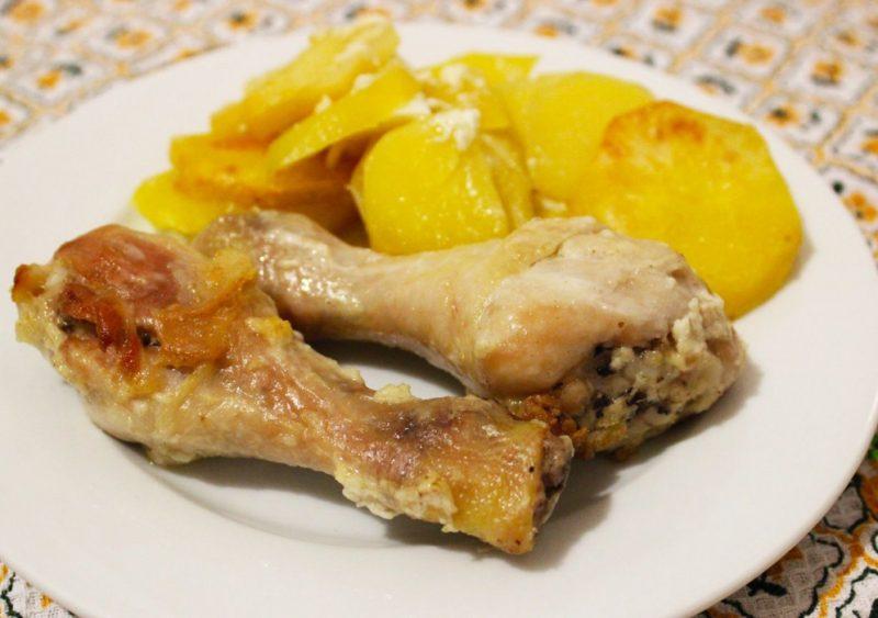 Куриные ножки с картошкой в духовке - 8 рецептов