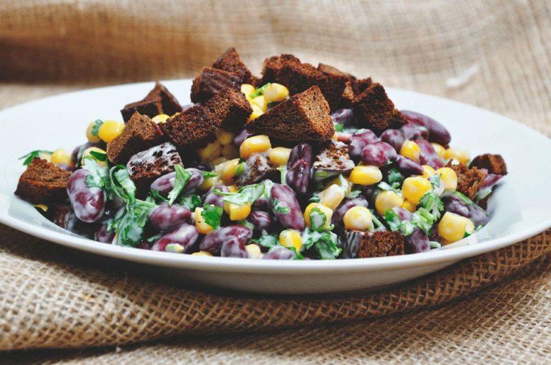 Салат с консервированной фасолью - 9 рецептов приготовления