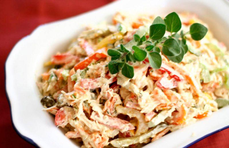 10 вкусных рецептов салата с курицей и кукурузой