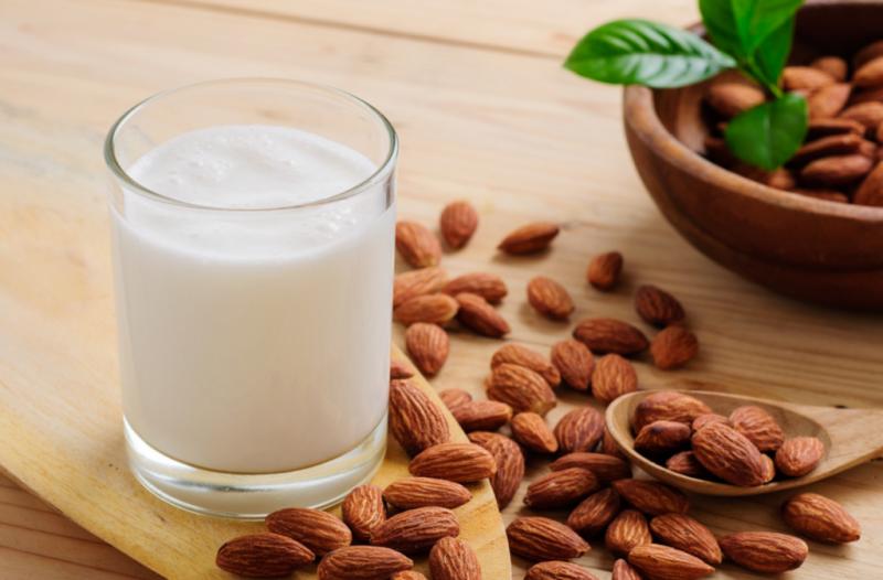 Миндальное молоко — как сделать в домашних условиях, полезные свойства для организма