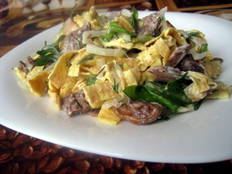 Салат с яичными блинчиками - 7 вкусных рецептов приготовления