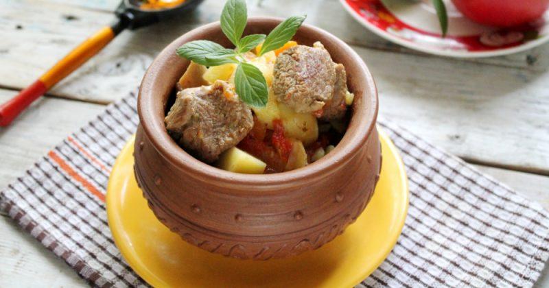 Мясо в горшочках с картошкой в духовке - 7 рецептов