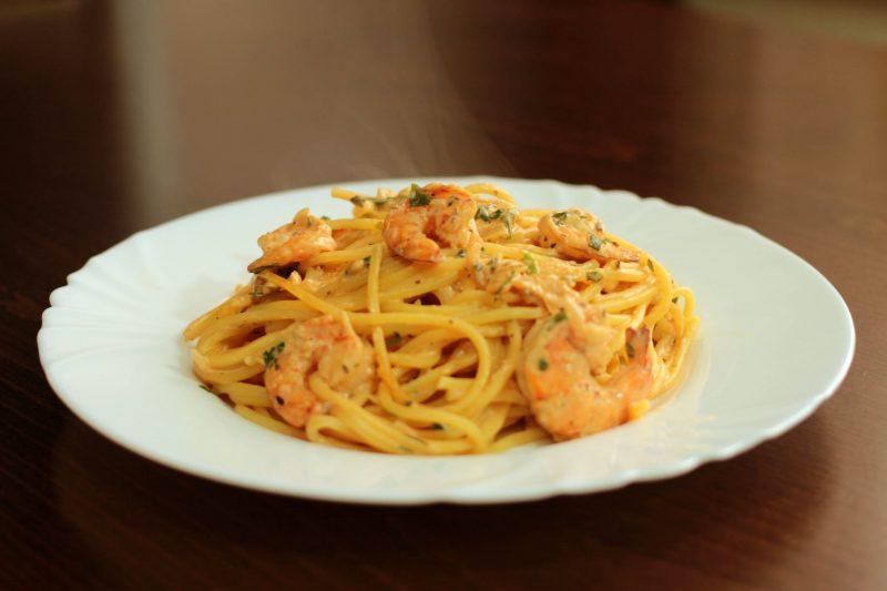 Спагетти с креветками в сливочном соусе – семь несложных рецептов