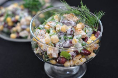 Салат из красной фасоли, огурцов и яиц с кириешками - рецепт пошаговый с фото
