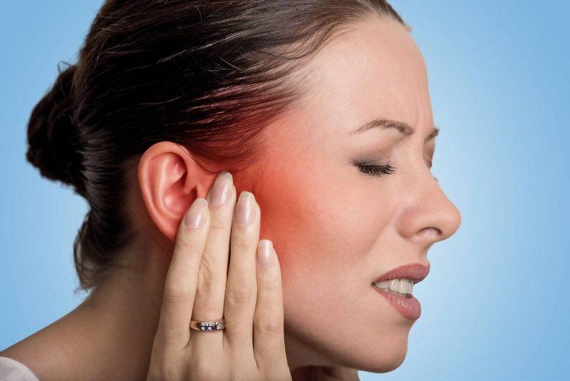 Отит среднего уха: симптомы и лечение у взрослых в домашних условиях