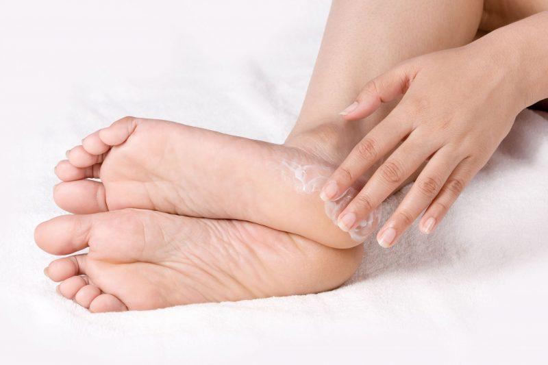 Трещины на пятках — причины и лечение в домашних условиях