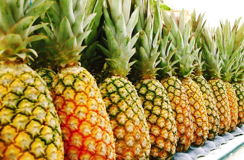 Как правильно выбрать ананас спелый в магазине при покупке?