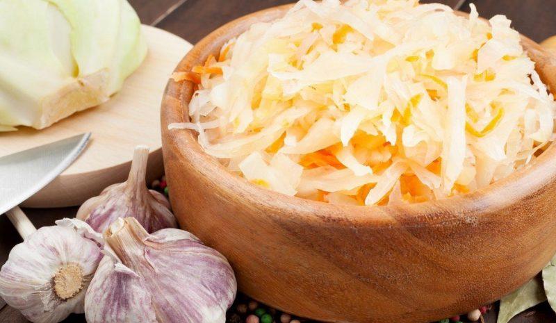 Как засолить капусту в банке. Засолка капусты в домашних условиях. В статье рассказывается, о том как правильно и вкусно засолить капусту в банке.