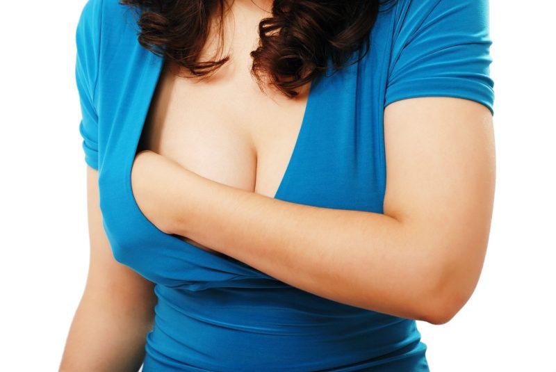 К чему у женщины чешется грудь приметы и их значение