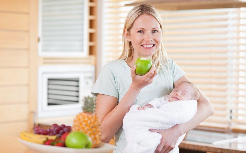 Фрукты при кормлении грудного ребенка