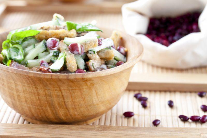 Салат с фасолью и кириешками – 8 рецептов приготовления дома