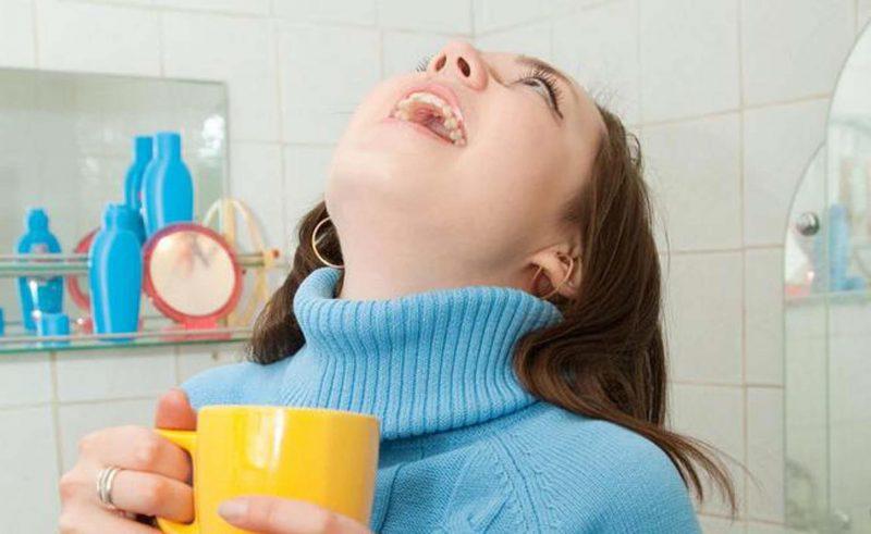 Чем полоскать горло при ангине взрослому и ребенку?