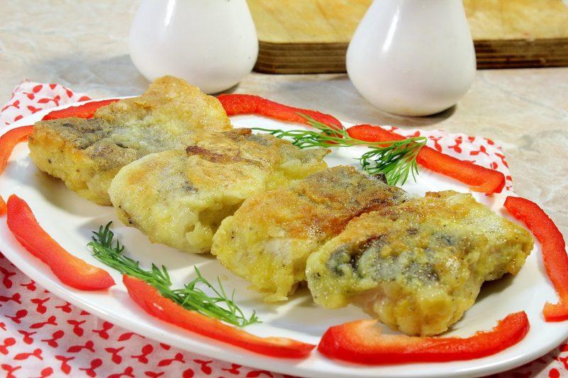 как вкусно приготовить треску на сковороде с луком