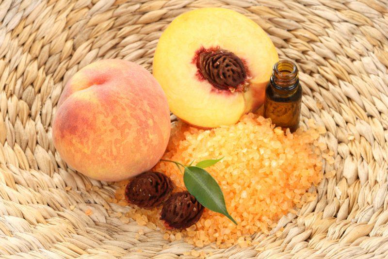 Персиковое масло: применение и полезные свойства