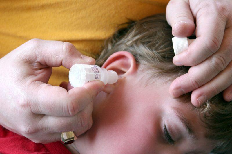 Как снять боль если болит ухо у ребенка что thumbnail