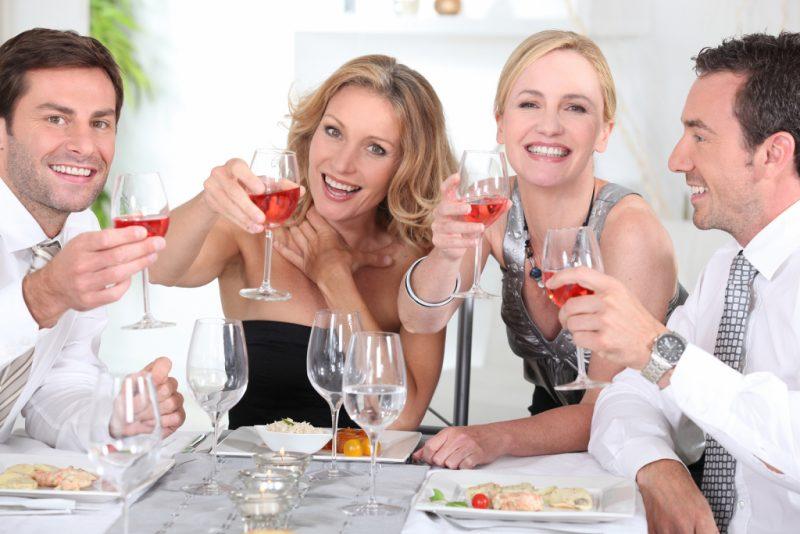 Изображение - Притча поздравления с днем рождения bigstock-group-of-adults-having-a-dinne-25736660-800x534