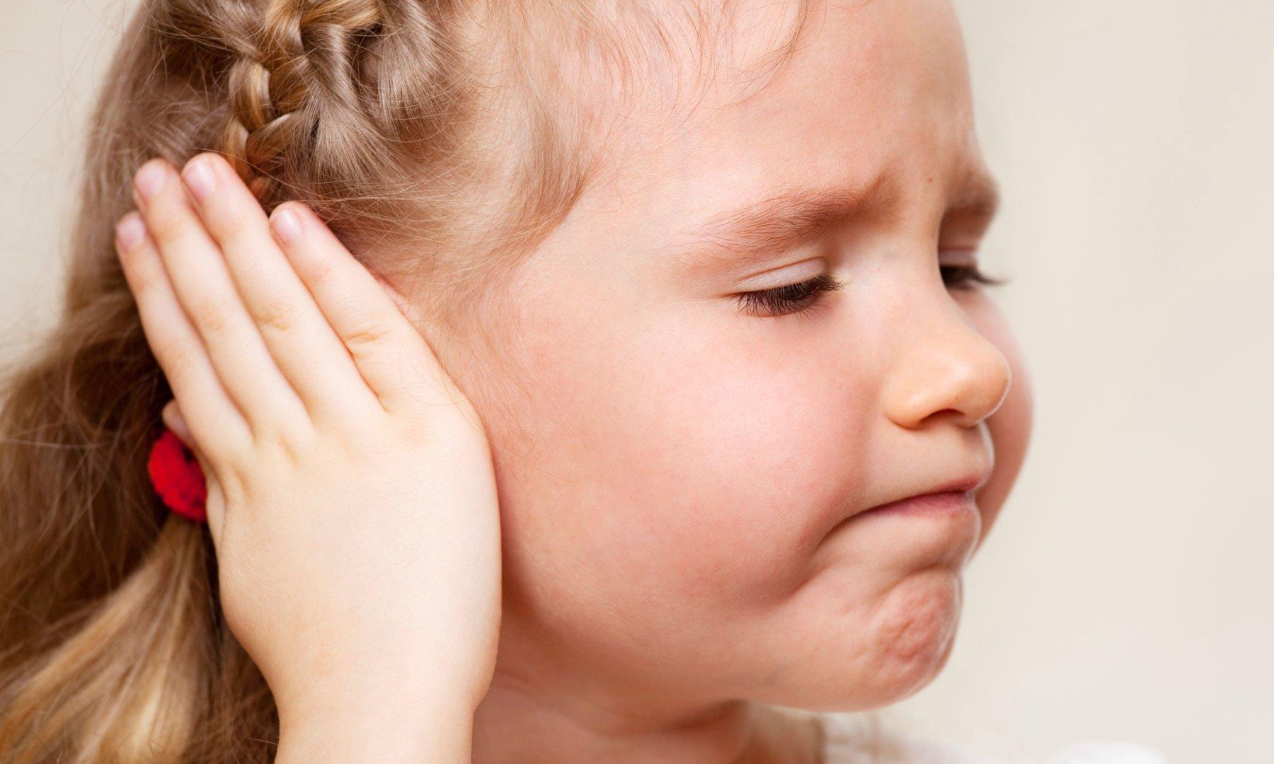 Болит ухо у двухлетнего ребенка