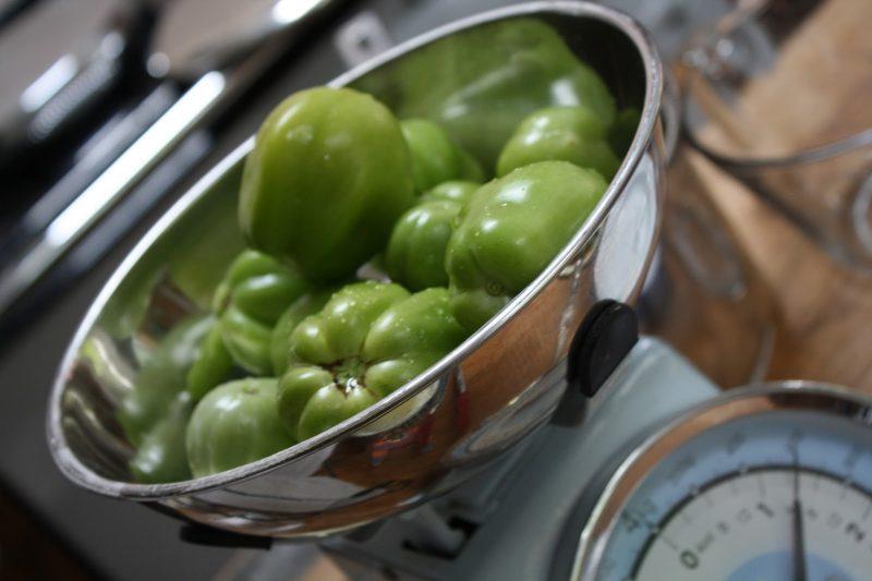 Квашеные зеленые помидоры на зиму в банках, в бочке, кастрюле или ведре