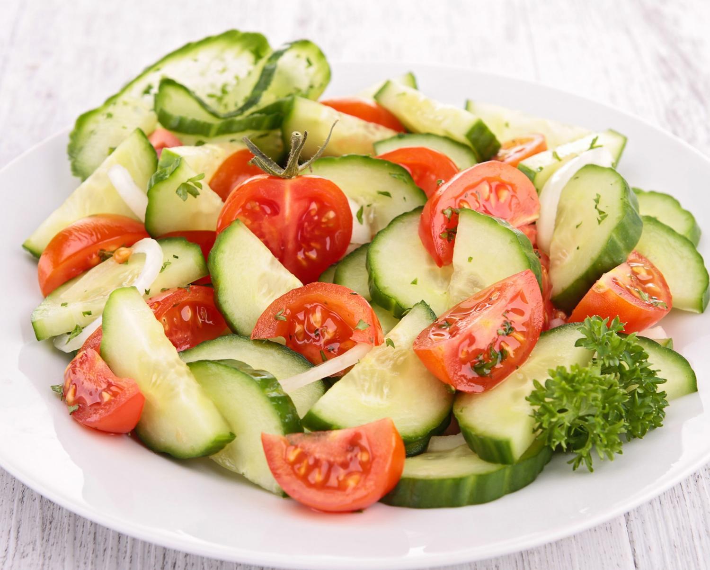 Картинки салатов из огурцов и помидоров