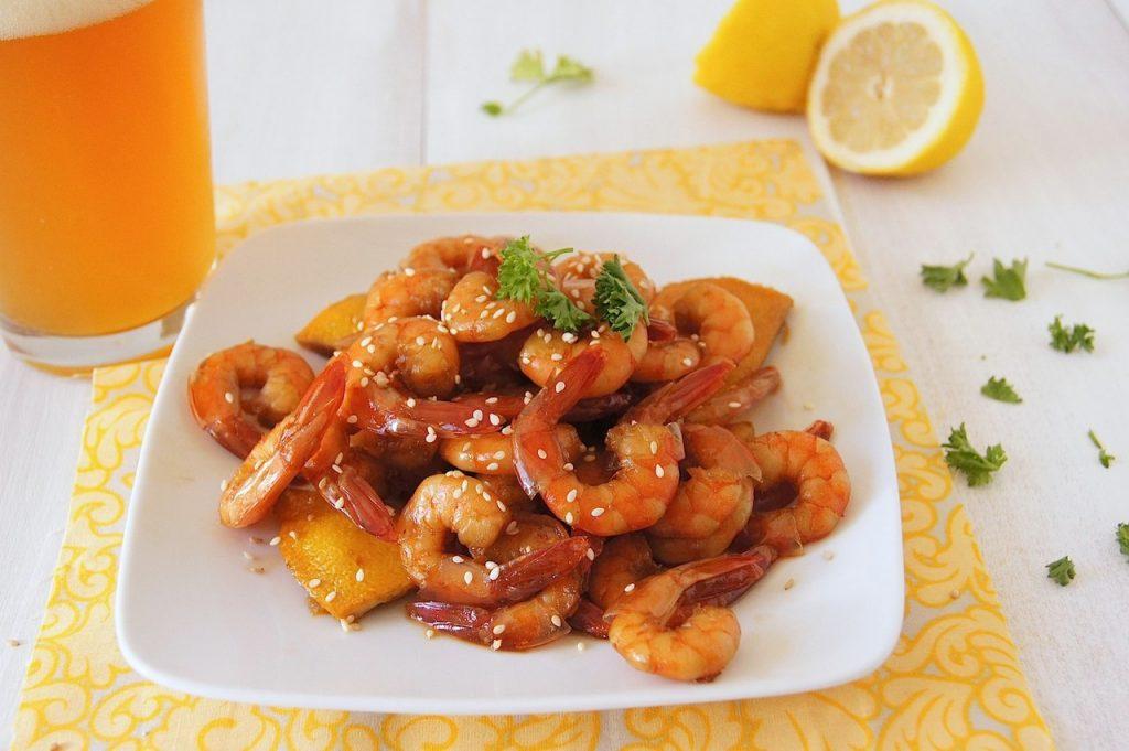 Видео рецепт приготовления вкусных креветок в соевом соусе с чесноком