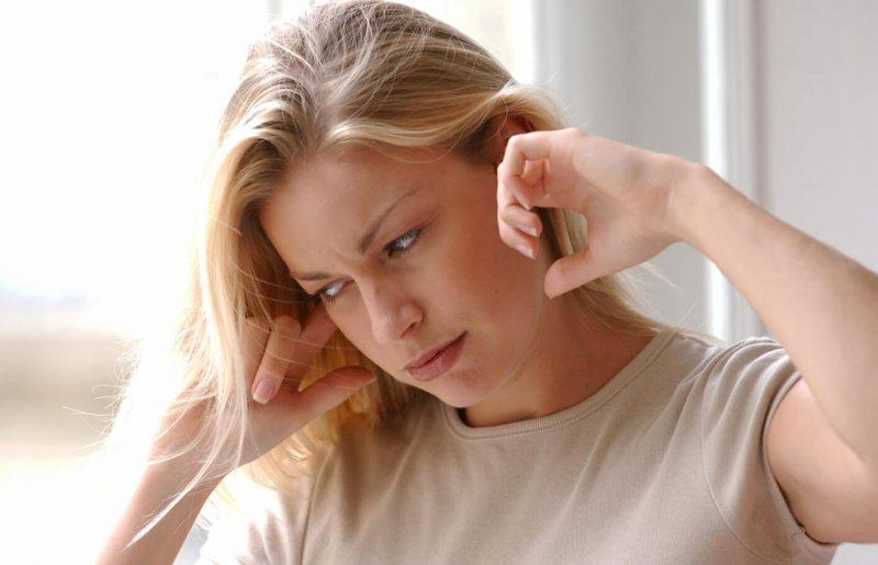 Болит ухо: чем лечить в домашних условиях