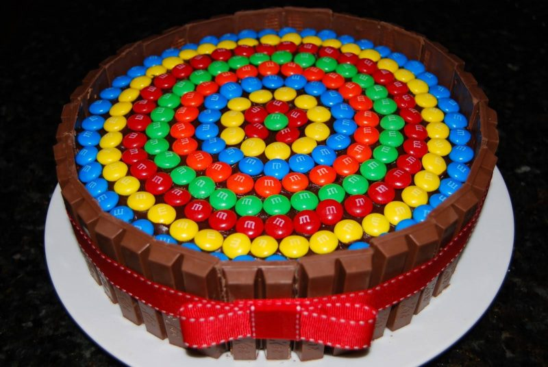 463089-cakes-kit-kat-cake-800x536 Украшение торта своими руками в домашних условиях