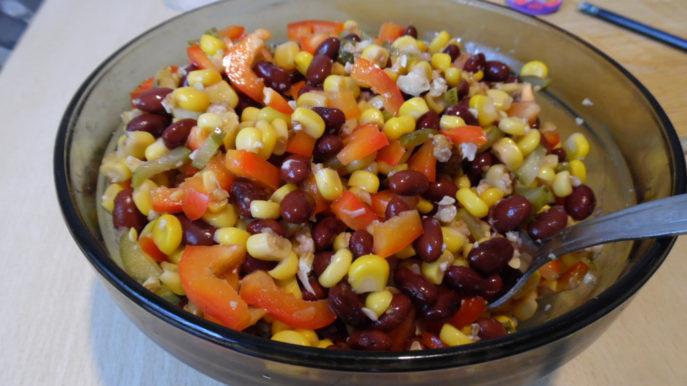 Салат с фасолью и кукурузой — 12 вкусных рецептов