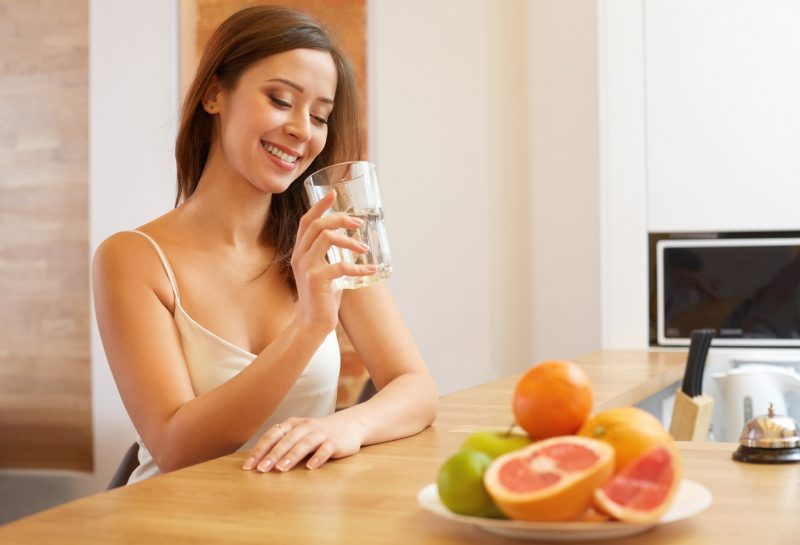 Как правильно пить воду, чтобы похудеть? 8 правил похудения с помощью воды
