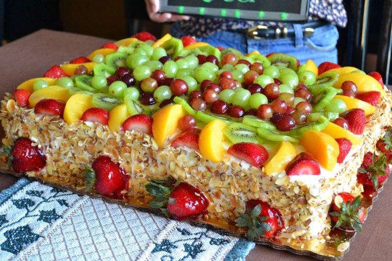 fruktovyj-tort-800x533 Украшение торта своими руками в домашних условиях