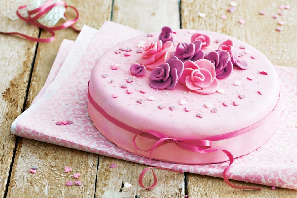 liza_LI1634_StockFood_11962304_ Украшение торта своими руками в домашних условиях