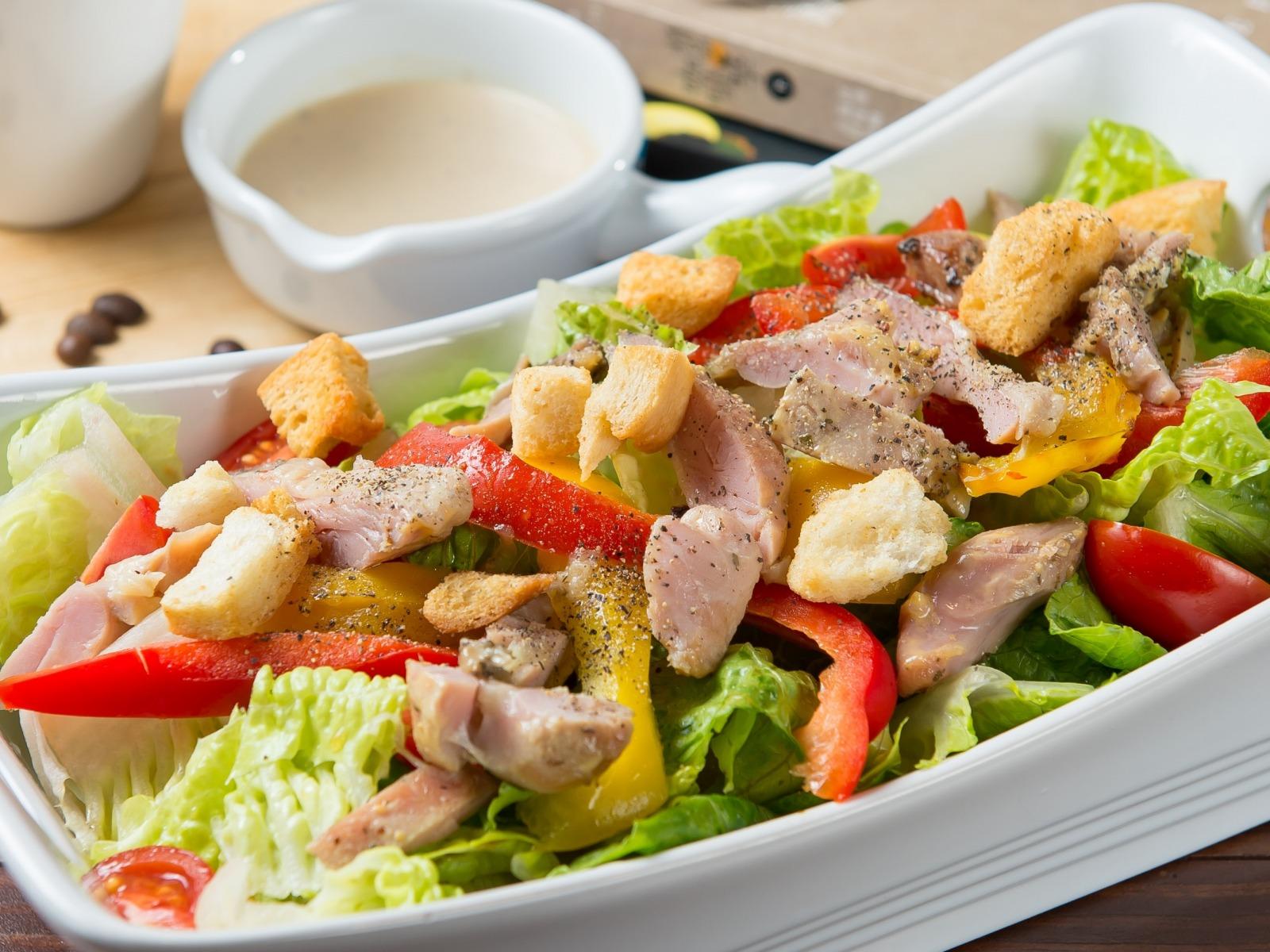 Вкусный салат с курицей и овощами — вкусно готовим дома