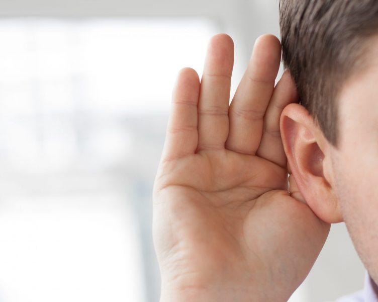 Закладывает уши: причины и что делать?