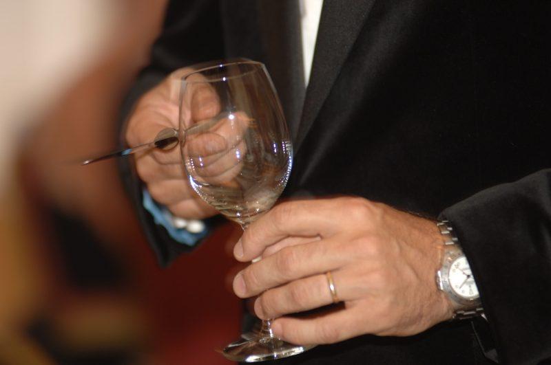 Изображение - Прикольный тост на день рождения женщине короткие toast-glass-wedding-videography-nj-ny-live-picture-studios-800x531