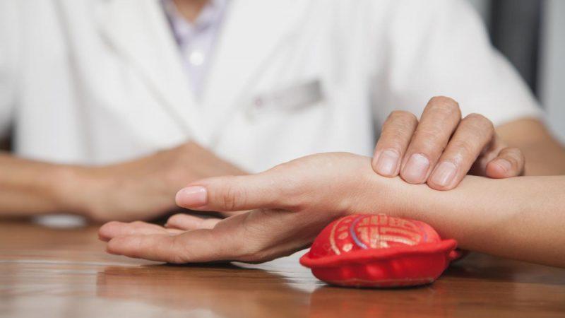Подагра: признаки и симптомы болезни, лечение и профилактика, диета при подагре Original-19-800x450