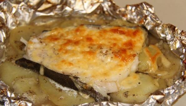Готовое филе зубатки с картошкой в фольге