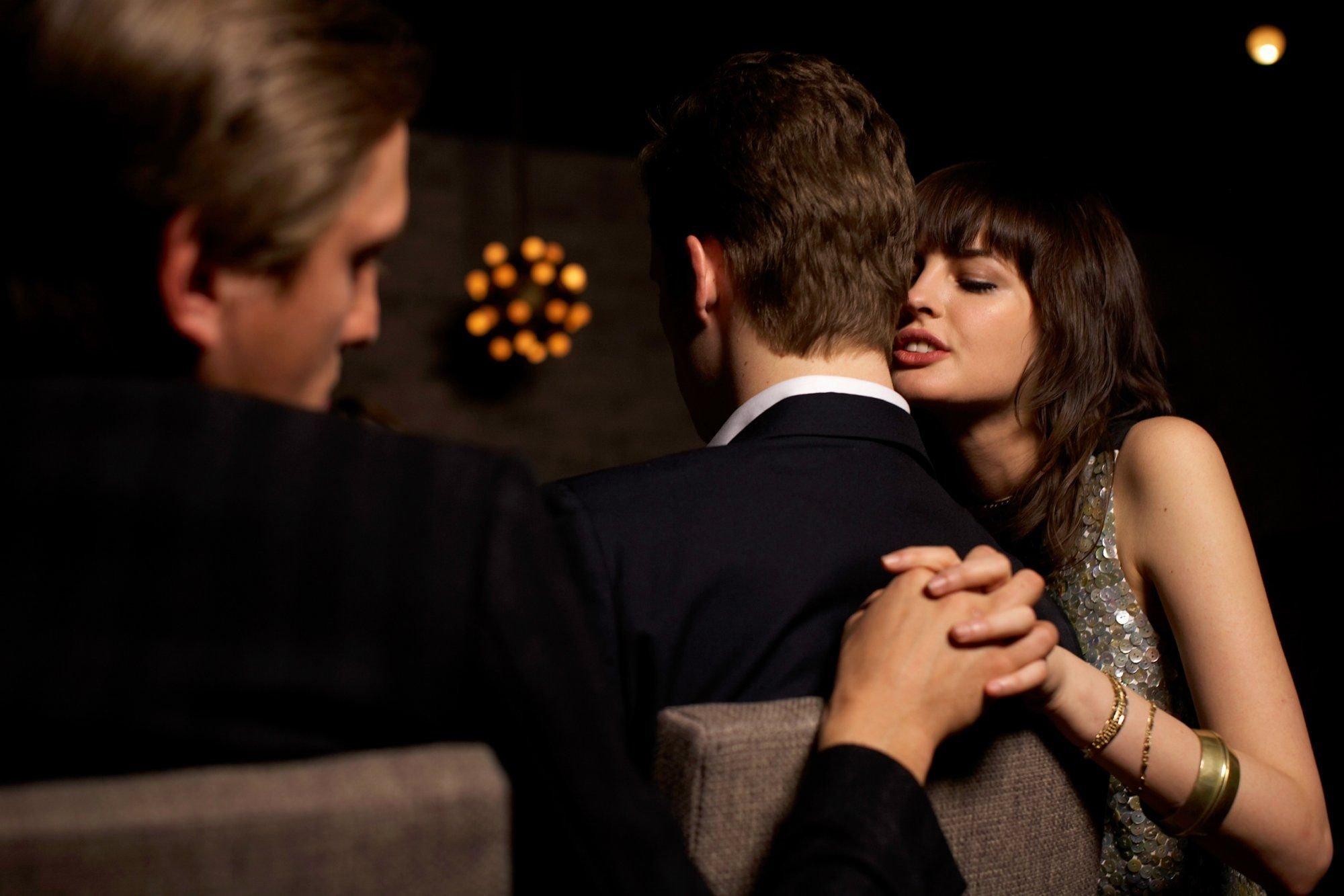 К чему снится измена девушки своему парню: толкование сна