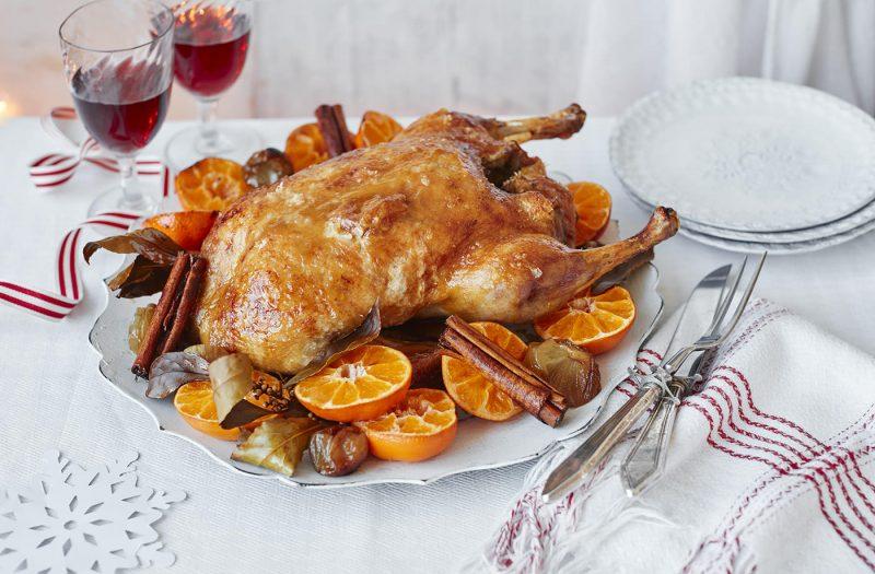 Утка в рукаве в духовке — 5 рецептов приготовления
