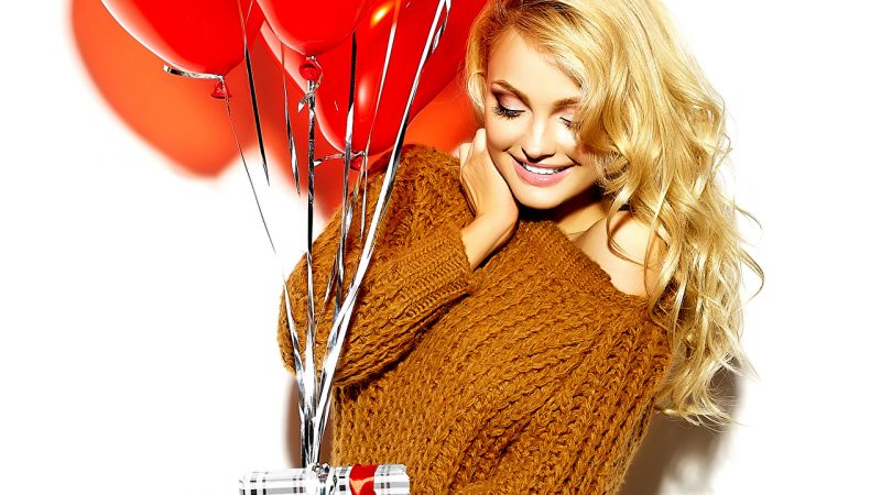 Изображение - Поздравление в словах подруге Valentines_Day_White_background_Blonde_girl_Gifts_512552_1280x720-800x450