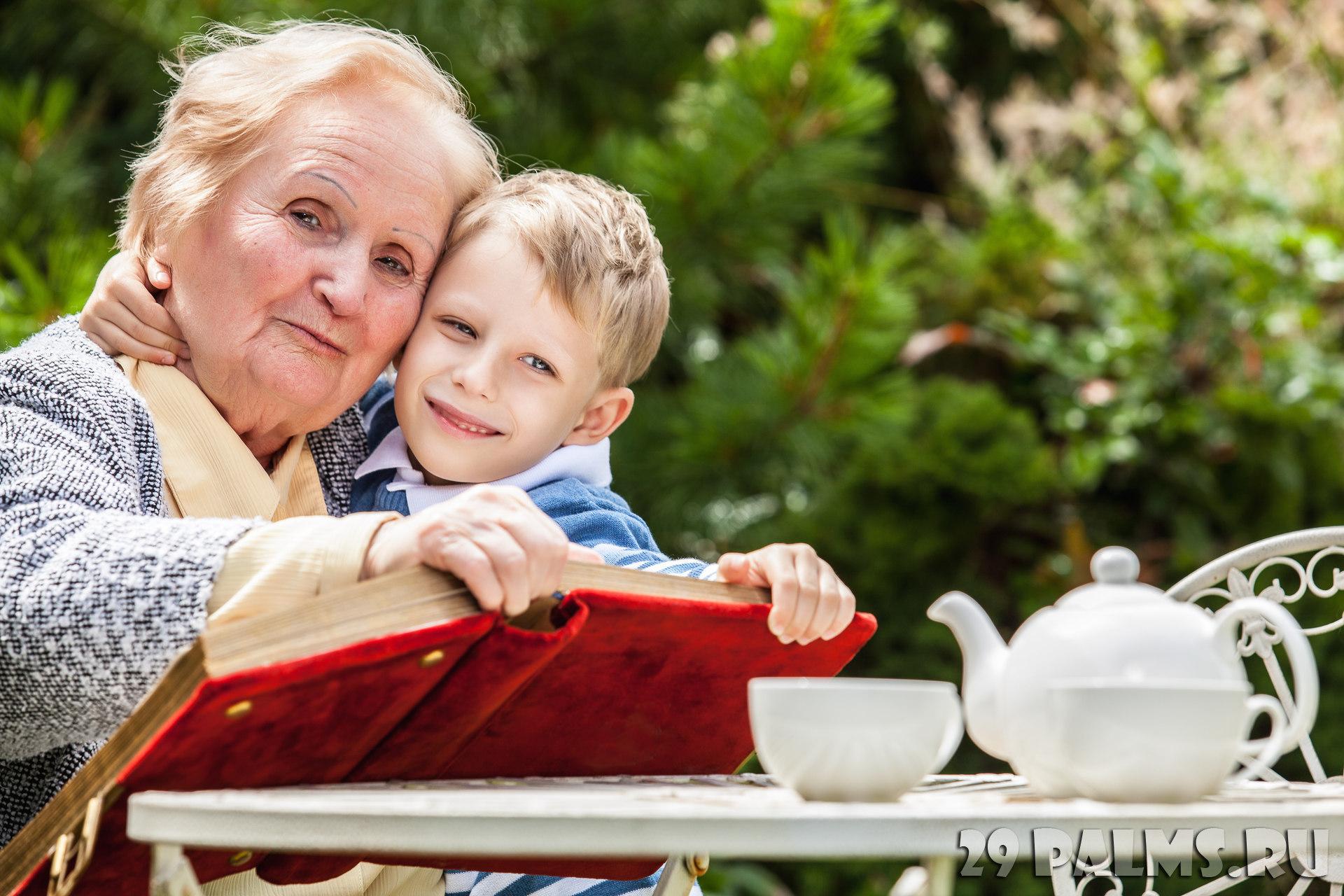 Картинка бабуля и внук