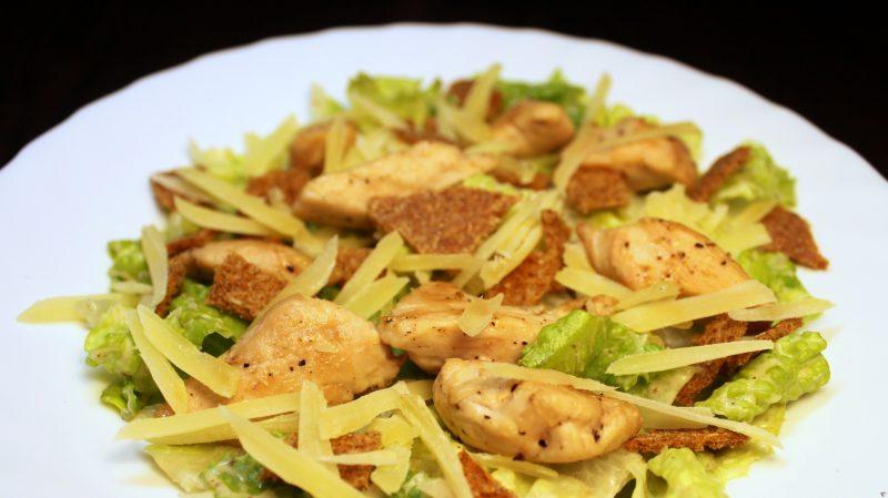 Салат Цезарь с курицей классический – 7 простых рецептов приготовления