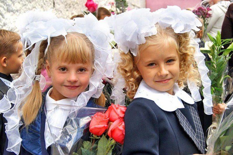 Прически в школу для девочек: 20 идей легких и красивых повседневных причесок с фото