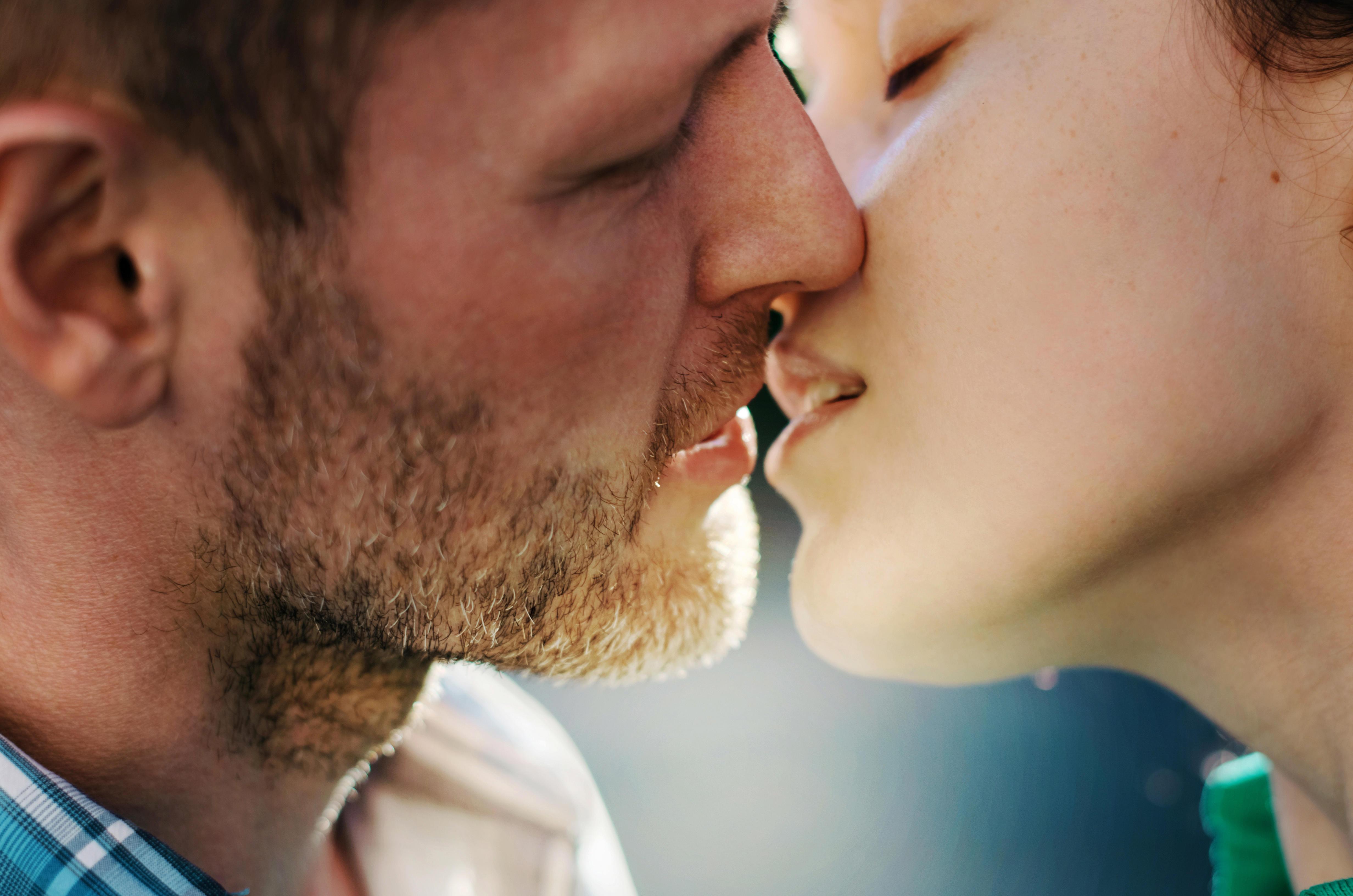 Поцелуй страстный: как страстно целоваться, техника французского поцелуя