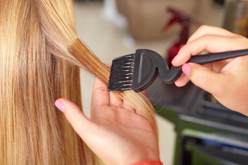 Сонник: красить волосы - к чему снится