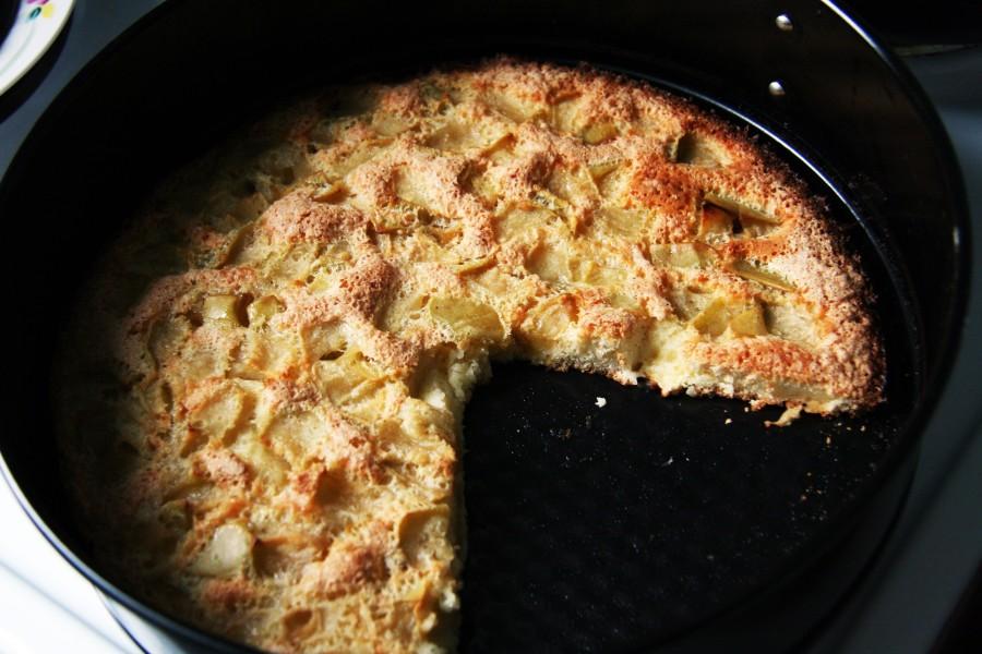 шарлотка в сковороде на плите с фото одной стороны хром