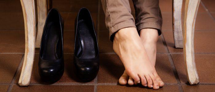 Как растянуть обувь в домашних условиях: кожаную и замшевую тесную обувь