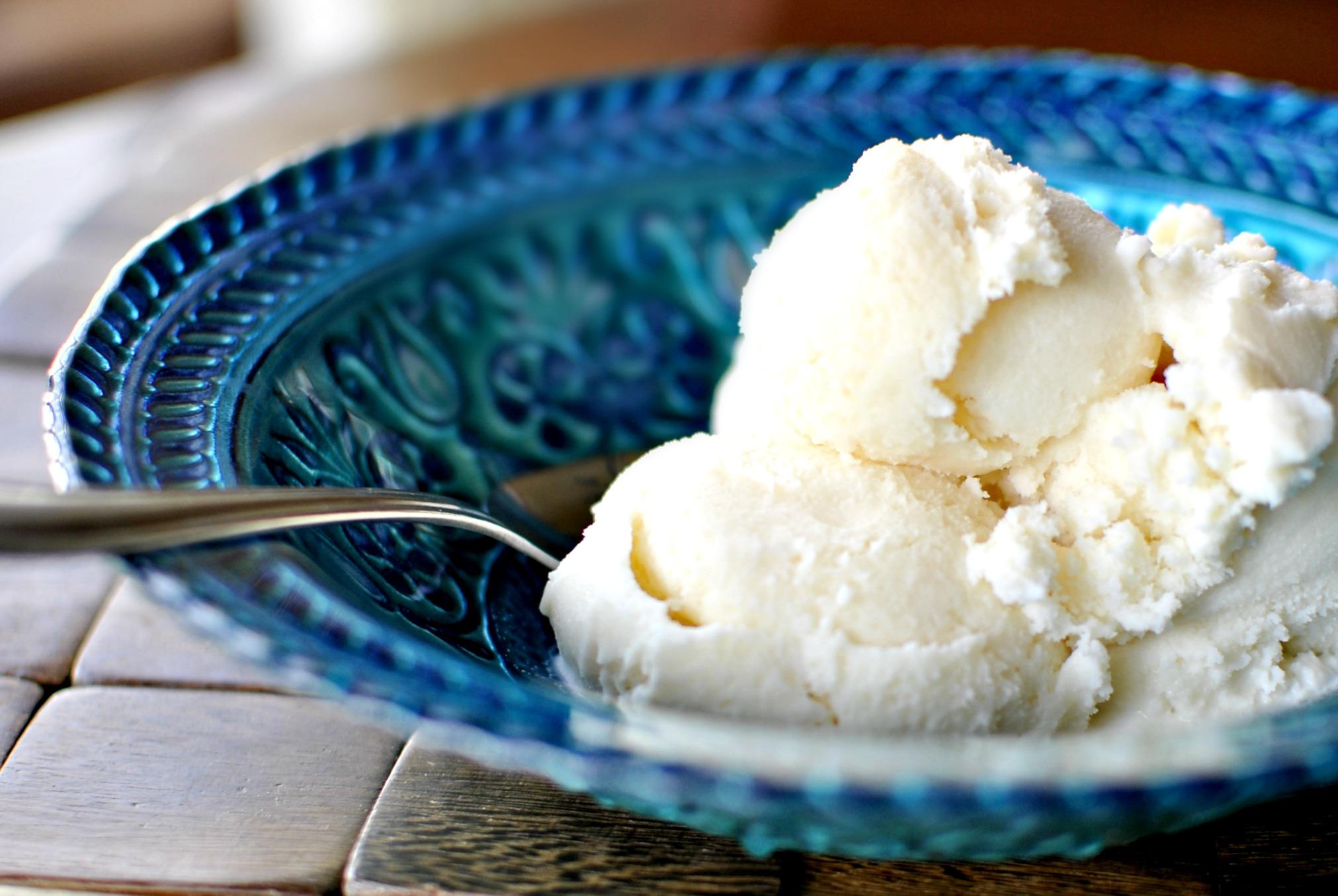 Картинка молочного мороженого