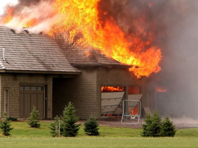 снимки лоскутова фотографии горящих домов сочетаемая деловым